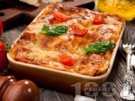 Рецепта Домашна лазаня от готови кори с пилешко месо от бутче, домати и сос Бешамел